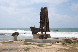 פסל בחוף אכזיב