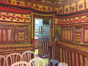 קיר מצויר בבית המכושף בשלומי