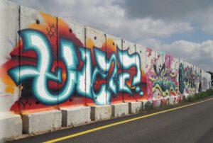 קירות מדברים - גרפיטי על הגבול