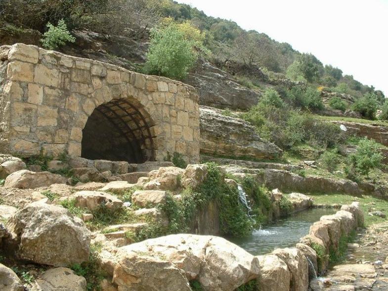 מבנה עתיק בעין חותם ואדי חביז