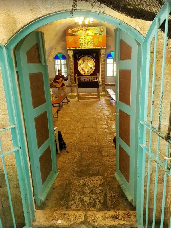מראה לפנים בית הכנסת בפקיעין