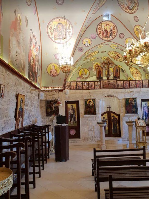 פנים כנסיה בפקיעין