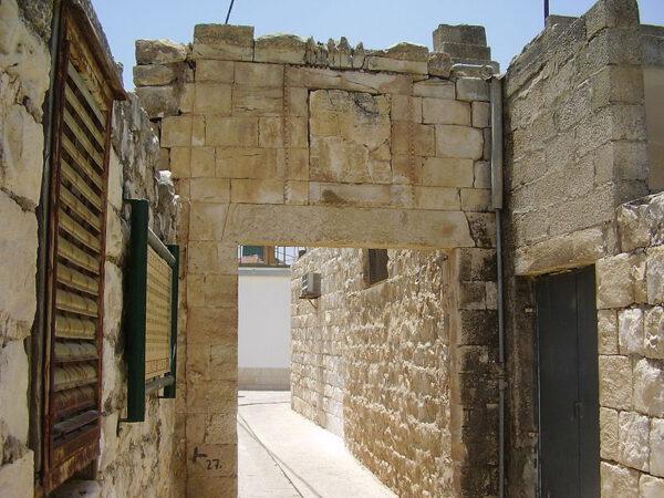 מבנה עתיק בריחניה