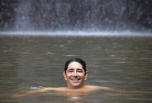 עמרי בשחיה